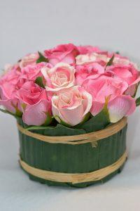 Jak ułożyć sztuczne kwiaty w doniczce